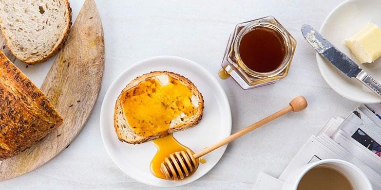 tartine de miel pour le goûter